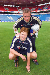 OSLO, NORWAY - Tuesday, September 4, 2001: Liverpool's John Arne Riise (bottom) and Everton's Thomas Myhre put their club rivalry to one side as they team up for Norway during training at the Ullevaal Stadion ahead of their side's FIFA World Cup 2002 Qualifying Group 5 match against Wales. (Pic by David Rawcliffe/Propaganda)
