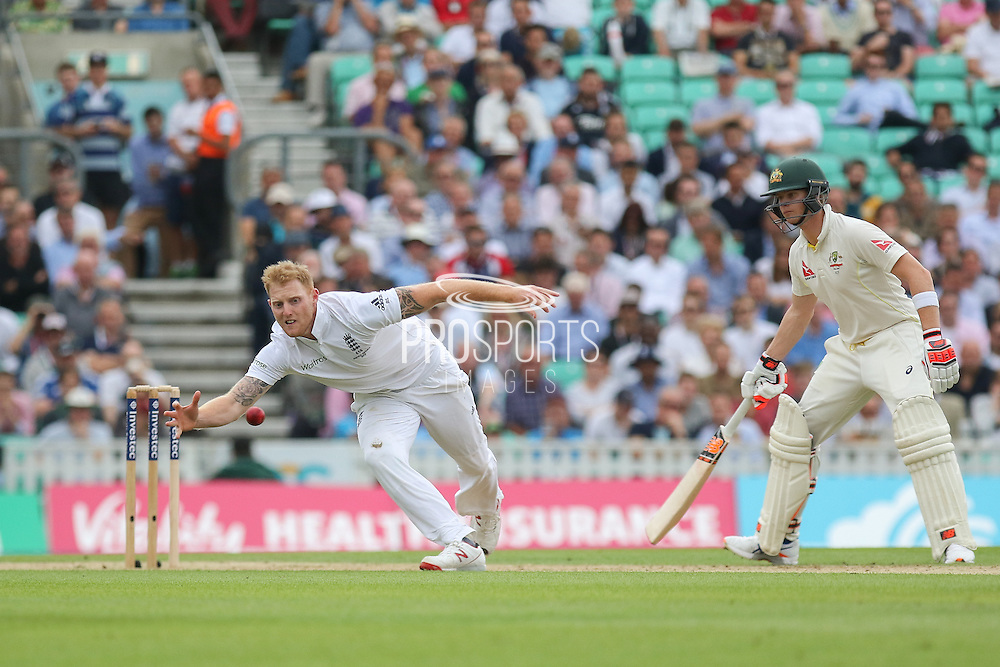 Ben Stokes of England attempts a catch during the 1st day of the 5th Investec Ashes Test match between England and Australia at The Oval, London, United Kingdom on 20 August 2015. Photo by Phil Duncan.