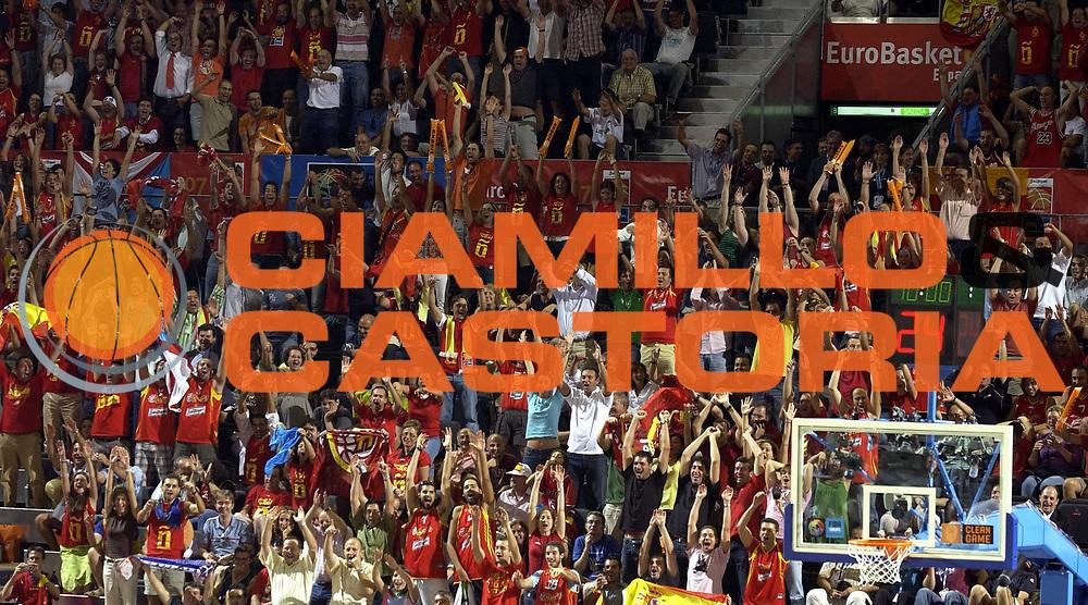 DESCRIZIONE : Madrid Spagna Spain Eurobasket Men 2007 Qualifying Round Spagna Israele Spain Israel <br /> GIOCATORE : Tifosi Supporters <br /> SQUADRA : Spagna Spain <br /> EVENTO : Eurobasket Men 2007 Campionati Europei Uomini 2007 <br /> GARA : Spagna Israele Spain Israel  <br /> DATA : 11/09/2007 <br /> CATEGORIA : Esultanza <br /> SPORT : Pallacanestro <br /> AUTORE : Ciamillo&amp;Castoria/JF.Molliere <br /> Galleria : Eurobasket Men 2007 <br /> Fotonotizia : Madrid Spagna Spain Eurobasket Men 2007 Qualifying Round Spagna Israele Spain Israel <br /> Predefinita :