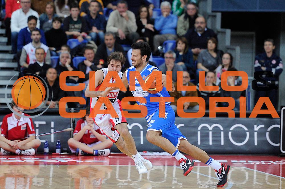 DESCRIZIONE : Pesaro Lega A 2011-12 Scavolini Siviglia Pesaro Banco Di Sardegna Sassari<br /> GIOCATORE : Brian Sacchetti<br /> CATEGORIA : palleggio penetrazione<br /> SQUADRA : Banco Di Sardegna Sassari<br /> EVENTO : Campionato Lega A 2011-2012<br /> GARA : Scavolini Siviglia Pesaro Banco Di Sardegna Sassari<br /> DATA : 22/04/2012<br /> SPORT : Pallacanestro<br /> AUTORE : Agenzia Ciamillo-Castoria/C.De Massis<br /> Galleria : Lega Basket A 2011-2012<br /> Fotonotizia : Pesaro Lega A 2011-12 Scavolini Siviglia Pesaro Banco Di Sardegna Sassari<br /> Predefinita :