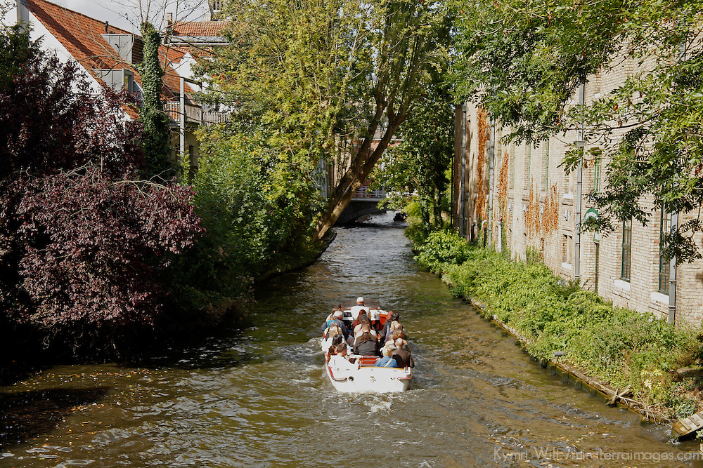 Europe, Belgium, Brugges. Canal cruise of Brugges.
