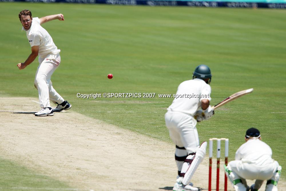 New Zealand Captain Daniel Vettori bowls to Hashim Amla. South Africa v New Zealand. International cricket 2nd Test. at Centurion Stadium, Pretoria, South Africa. Saturday 17 November 2007. Photo: Barry Aldworth/SPORTZPICS/PHOTOSPORT