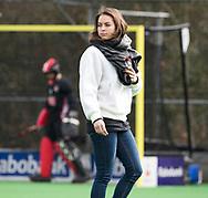 BILTHOVEN - hoofdklasse competitie dames, SCHC-Amsterdam (1-3). de geblesseerde Eva de Goede (A'dam) COPYRIGHT KOEN SUYK