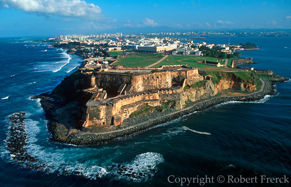 PUERTO RICO, SAN JUAN El Morro fortress and skyline of San Juan