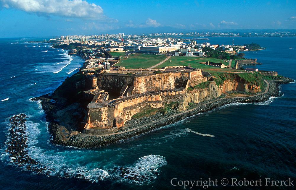 PUERTO RICO, SAN JUAN El Morro fortress and skyline of San Juan