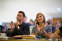 DEU, Deutschland, Germany, Berlin, 21.04.2018: Andreas Audretsch und Hanna Steinmüller, beide Beisitzer im Landesvorstand, bei der Landesdelegiertenkonferenz von Bündnis 90/Die Grünen in Berlin-Adlershof.