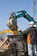 Arbete med sanering av radioaktiv jord i byn Shidamyo. Fukushima Prefektur, Japan<br /> <br /> Removal of radiation contaminated soil in the Shidamyo village, Fukushima Prefecture, Japan