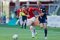 ALKMAAR - 23-08-15, AZ - Willem II, AFAS Stadion, AZ speler Vincent Janssen (l), Willem II speler Frank van der Struijk.