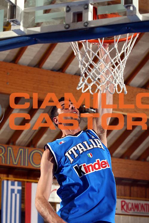 DESCRIZIONE : Bormio Amichevole Italia Turchia<br />GIOCATORE : Soragna<br />SQUADRA : Italia <br />EVENTO : Bormio Amichevole Italia Turchia <br />GARA : Italia Turchia <br />DATA : 19/07/2006 <br />CATEGORIA :  Riscaldamento<br />SPORT : Pallacanestro <br />AUTORE : Agenzia Ciamillo-Castoria/S.Ceretti