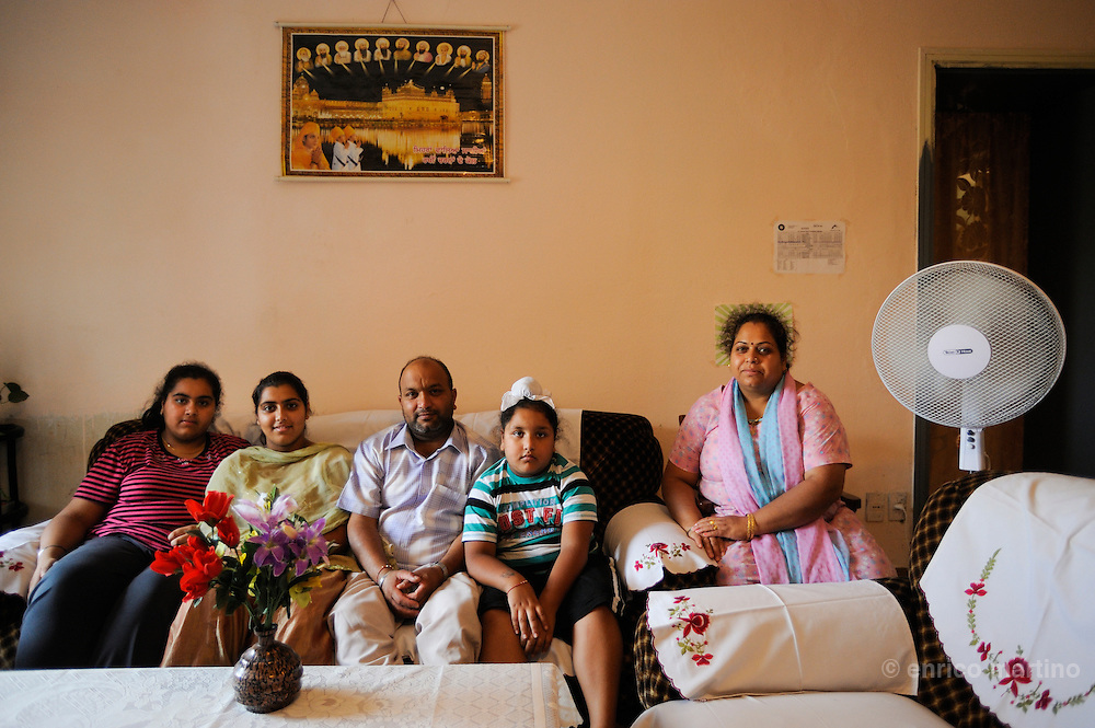 Pessina cremonese, Raj Kumar, one of the first members of the Sikh community of Pessina with his family.