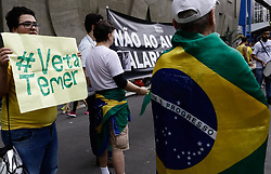 November 11, 2018 - SãO Paulo, Brazil - SÃO PAULO, SP - 11.11.2018: ATO CONTRA O AUMENTO SALARIAL DO STF - The Right Movement São Paulo, makes an Act Against the Salary Increase of STF #VetaTemer, this morning (11), on Avenida Paulista. (Credit Image: © Aloisio Mauricio/Fotoarena via ZUMA Press)