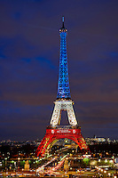 France, Paris, Tour Eiffel au couleurs de la France en hommage aux victimes des attentats du 13 novembre // France, Paris, Eiffel tower in French color in tribute to the victimes of November 13 attack