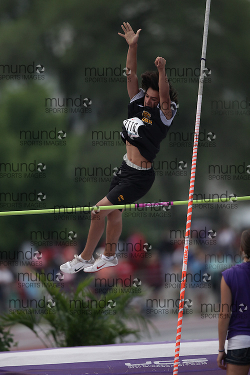 (London, Ontario}---04 June 2010) Sebastian Santacroce of Uxbridge - Uxbridge competing in the pole vault at the 2010 OFSAA Ontario High School Track and Field Championships. Photograph copyright Julie Robins / Mundo Sport Images, 2010.