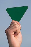 AMSTELVEEN - ILLUSTRATIE . Groene kaart, groen. Gebaren Scheidsrechter bij het Hockey. COPYRIGHT KOEN SUYK