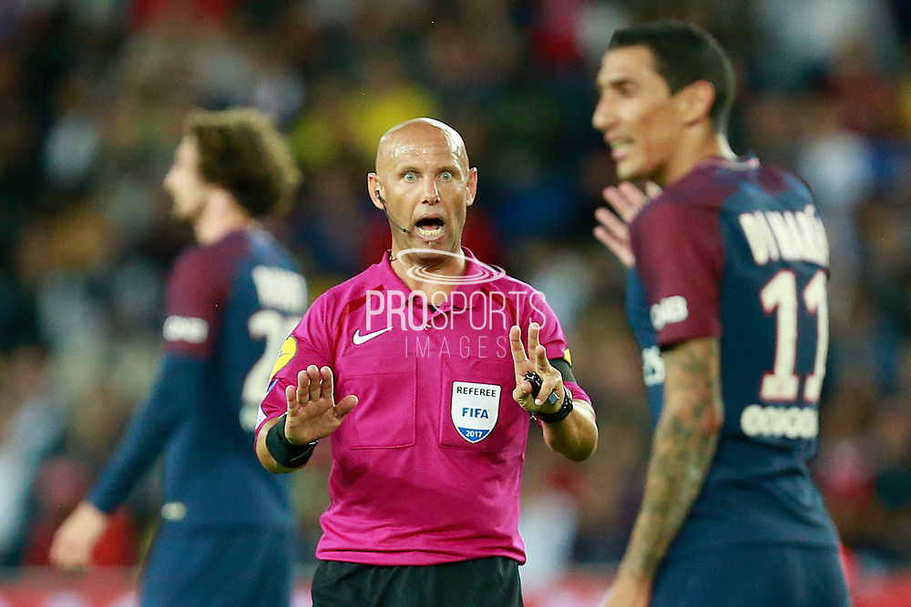 French referee Amaury Delerue gestures during the French championship L1 football match between Paris Saint-Germain (PSG) and Toulouse, on August 20, 2017, at the Parc des Princes, in Paris, France - Photo Benjamin Cremel / ProSportsImages / DPPI
