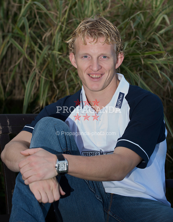 LIVERPOOL, ENGLAND - Monday, November 24, 2008: Liverpool's Dutch striker Dirk Kuyt visits the Woodlands Hospice at Aintree University Hospital. (Photo by David Rawcliffe/Propaganda)