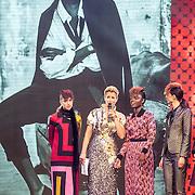 NLD/Amsterdam/20161025 - finale Holland Next Top model 2016, winnares Akke Marije Marinus, presentatrice, Anouk Smulders - Voorveld, model Colette Kanza, model Emma Hagers en model Noor van Velzen