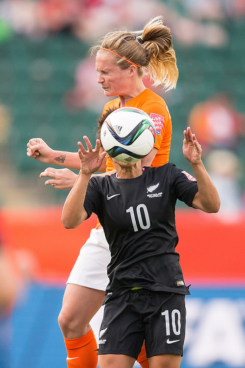 New Zealand's Sarah Gregorius takes a ball to the face as she and the Netherlands' Desiree Van Lunteren vie for the ball during a Group A football on the opening day of the FIFA Women World Cup at Commonwealth Stadium in Edmonton, Canada on June 6, 2015.  The Netherlands defeated the New Zealanders 1-0.   AFP PHOTO/GEOFF ROBINS