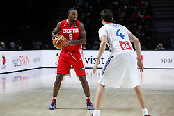 06.09.2014, Palacio de Deportes, Madrid, ESP, FIBA WM, Frankreich vs Kroatien, im Bild France´s Heurtel (R) and Croatia´s Lafayette // during FIBA Basketball World Cup Spain 2014 match between France and Croatia at the Palacio de Deportes in Madrid, Spain on 2014/09/06. EXPA Pictures © 2014, PhotoCredit: EXPA/ Alterphotos/ Victor Blanco<br /> <br /> *****ATTENTION - OUT of ESP, SUI*****