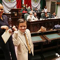 Toluca, Méx.- Niños con capacidades diferentes (discapacitados) exponen sus propuestas durante el parlamento de los niños en el congreso del Estado de Mexico. Agencia MVT / Luis Enrique Hernandez V. (DIGITAL)<br /> <br /> NO ARCHIVAR - NO ARCHIVE