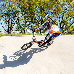 05-05-2020: Wielrennen: BMX KNWU: Papendal <br />De BMX'ers mochten weer de baan op.  Joris Harmsen