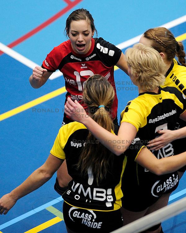 27-10-2012 VOLLEYBAL: SV DYNAMO - PRISMAWORX STRAVOC: APELDOORN<br /> Eerste divisie B vrouwen / Lieke Schreurs<br /> &copy;2012-FotoHoogendoorn.nl