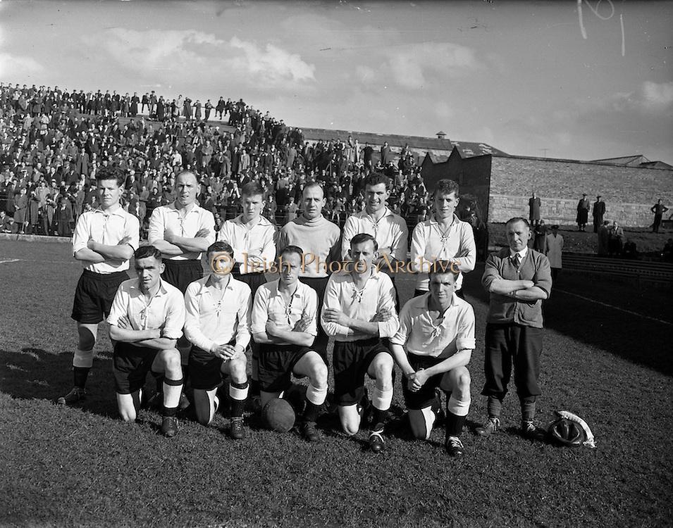 30/03/1958<br /> 03/30/1958<br /> 30 March 1958<br /> F.A.I. Cup Semi-Final: Dundalk v Shelbourne at Dalymount Park, Dublin. The Dundalk team.
