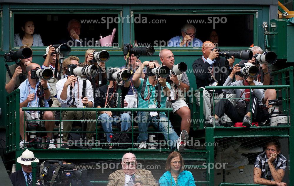 30.06.2011, Wimbledon, London, GBR, WTA Tour, Wimbledon Tennis Championships, im Bild Photographers on Platform B on Centre Court during the Ladies' Singles Semi-Final match on day ten of the Wimbledon Lawn Tennis Championships at the All England Lawn Tennis and Croquet Club. EXPA Pictures © 2011, PhotoCredit: EXPA/ Propaganda/ David Rawcliffe +++++ ATTENTION - OUT OF ENGLAND/UK +++++