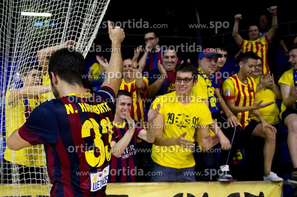 09.11.2013, Palau Blaugrana, Barcelona, ESP, Liga ASOBAL, FC Barcelona vs Frigorificos Morrazo, 9. Runde, im Bild FC Barcelona's Nikola Karabatic (left) celebrate with supporters at the end // FC Barcelona's Nikola Karabatic (left) celebrate with supporters at the end during the spanish Handball league ASOBAL 9th round match between FC Barcelona and Frigor&iacute;ficos at the Palau Blaugrana in Barcelona, Spain on 2013/11/10. EXPA Pictures &copy; 2013, PhotoCredit: EXPA/ Alterphotos/ Alex Caparros<br /> <br /> *****ATTENTION - OUT of ESP, SUI*****