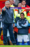 Fotball<br /> Premier League England 2004/2005<br /> Foto: BPI/Digitalsport<br /> NORWAY ONLY<br /> <br /> 25.09.2004<br /> <br /> Manchester City v Arsenal<br /> <br /> Kevin Keegan loooks on, while Robbie Fowler (L) sits on the bench.