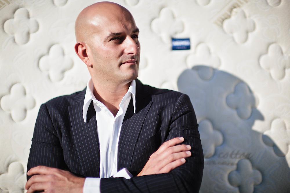 04 MAY 2011 - Prato - Marco Magni, socio Alessanderx, materassi