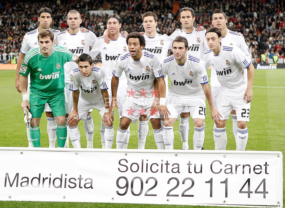 07.11.2010, Estadio Santiago Bernabeu, Madrid, ESP, Primera Division, Real Madrid vs Atletico Madrid, im Bild Real Madrid's team photo before. EXPA Pictures © 2010, PhotoCredit: EXPA/ Alterphotos/ Alvaro Hernandez +++++ ATTENTION - OUT OF SPAIN / ESP +++++