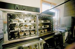Etuve, laboratoire de la station.Station exprimentale de Creysse.Noix du Périgord.46-Lot.France