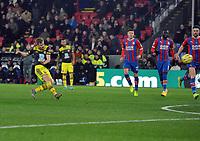 Football - 2019 / 2020 Premier League - Crystal Palace vs. Southampton<br /> <br /> Stuart Armstrong of Southampton scores goal no 2, at Selhurst Park.<br /> <br /> COLORSPORT/ANDREW COWIE