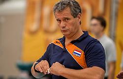 24-09-2016 NED: EK Kwalificatie Nederland - Wit Rusland, Koog aan de Zaan<br /> Nederland wint na een 2-0 achterstand in sets met 3-2 / Coach Gido Vermeulen