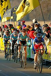 29-01-2006 WIELRENNEN: UCI CYCLO CROSS WERELD KAMPIOENSCHAPPEN ELITE: ZEDDAM <br /> Kopgroep met Bart Wellens, Sven Nijs, Erwin Vervecken en Francis Mourey<br /> ©2006-WWW.FOTOHOOGENDOORN.NL