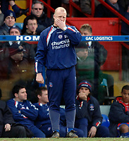 Photo: Daniel Hambury.<br />Crystal Palace v Leeds United. Coca Cola Championship. 04/03/2006.<br />Palace's manager Iain Dowie can't look as his side are beaten at home.