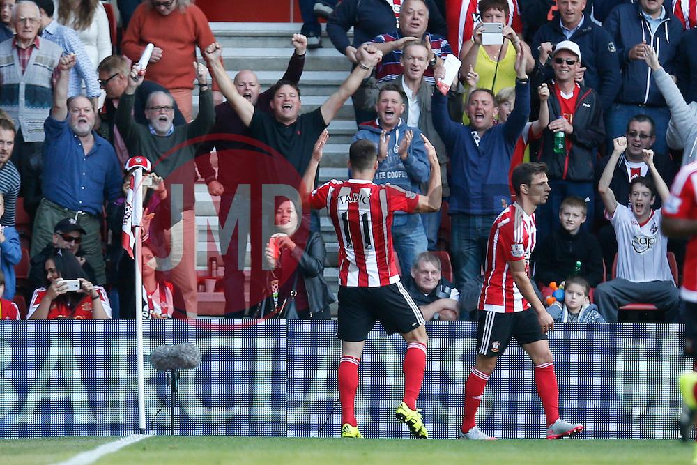 Goal, Southampton's Dusan Tadic scores, Southampton 2-0 Swansea City - Mandatory by-line: Jason Brown/JMP - 07966 386802 - 26/09/2015 - FOOTBALL - Southampton, St Mary's Stadium - Southampton v Swansea City - Barclays Premier League