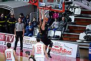 DESCRIZIONE : Varese FIBA Eurocup 2015-16 Openjobmetis Varese Telenet Ostevia Ostende<br /> GIOCATORE : cali Boukichou<br /> CATEGORIA : Schiacciata<br /> SQUADRA : Telenet Ostevia Ostende<br /> EVENTO : FIBA Eurocup 2015-16<br /> GARA : Openjobmetis Varese - Telenet Ostevia Ostende<br /> DATA : 28/10/2015<br /> SPORT : Pallacanestro<br /> AUTORE : Agenzia Ciamillo-Castoria/M.Ozbot<br /> Galleria : FIBA Eurocup 2015-16 <br /> Fotonotizia: Varese FIBA Eurocup 2015-16 Openjobmetis Varese - Telenet Ostevia Ostende