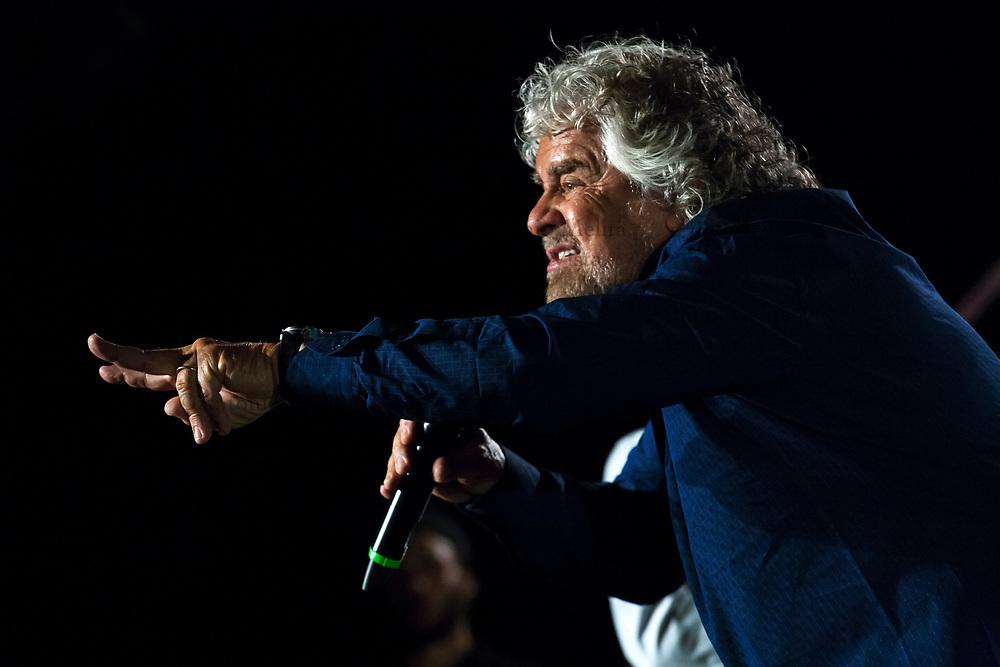 Beppe Grillo, leader del Movimento 5 Stelle, durante la campagna elettorale a sostegno di Ugo Forello, candidato a sindaco di Palermo.