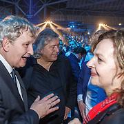 NLD/Amsterdam/20151204 - Freefightgala Glory26, burgemeester Eberhard van der Laan, sportjournalist Jaap de Groot en minister Edith Schippers