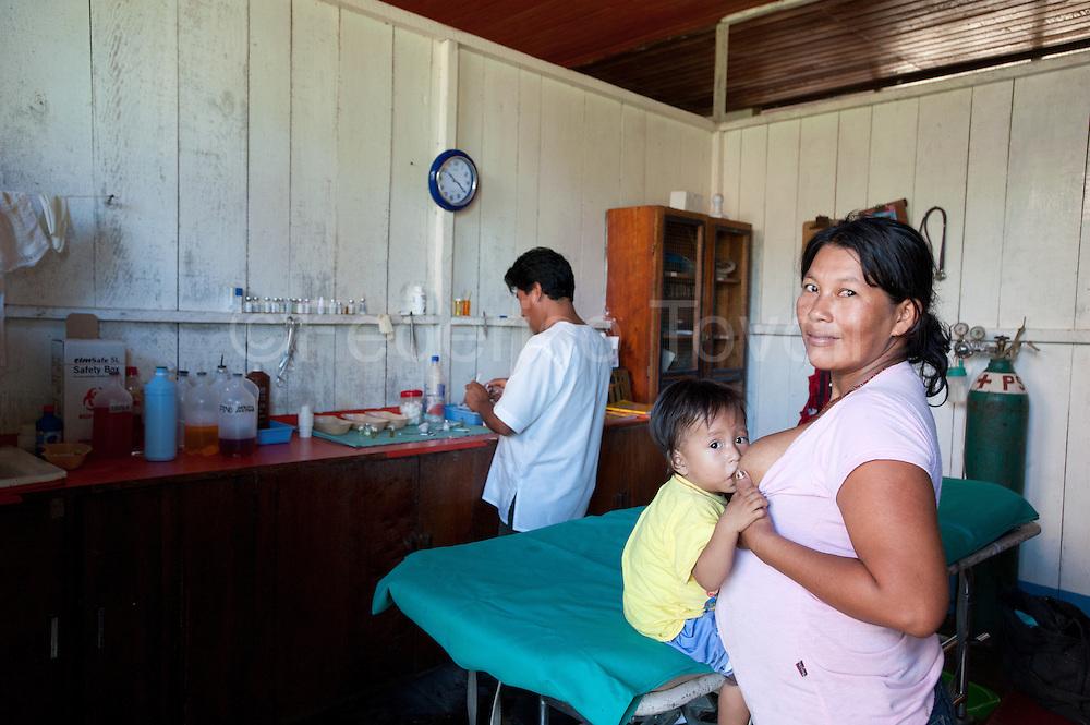 """At Tachsa Curaray's """"puesto de salud"""" (healt care point)"""