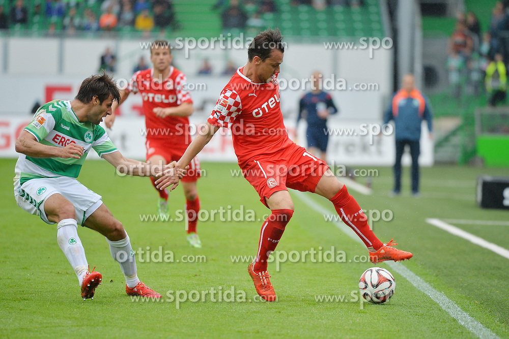 03.05.2015, Stadion am Laubenweg, Fuerth, GER, 2. FBL, SpVgg Greuther Fuerth vs Fortuna Duesseldorf, 31. Runde, im Bild Marco Caligiuri (Greuther Fuerth / links) haelt Michael Liendl (Fortuna Duesseldorf / rechts) im Zweikampf an der Hand fest. Im Hintergrund: Lukas Schmitz (Fortuna Duesseldorf). // during the 2nd German Bundesliga 31th round match between SpVgg Greuther Fuerth and Fortuna Duesseldorf at the Stadion am Laubenweg in Fuerth, Germany on 2015/05/03. EXPA Pictures &copy; 2015, PhotoCredit: EXPA/ Eibner-Pressefoto/ Merz<br /> <br /> *****ATTENTION - OUT of GER*****