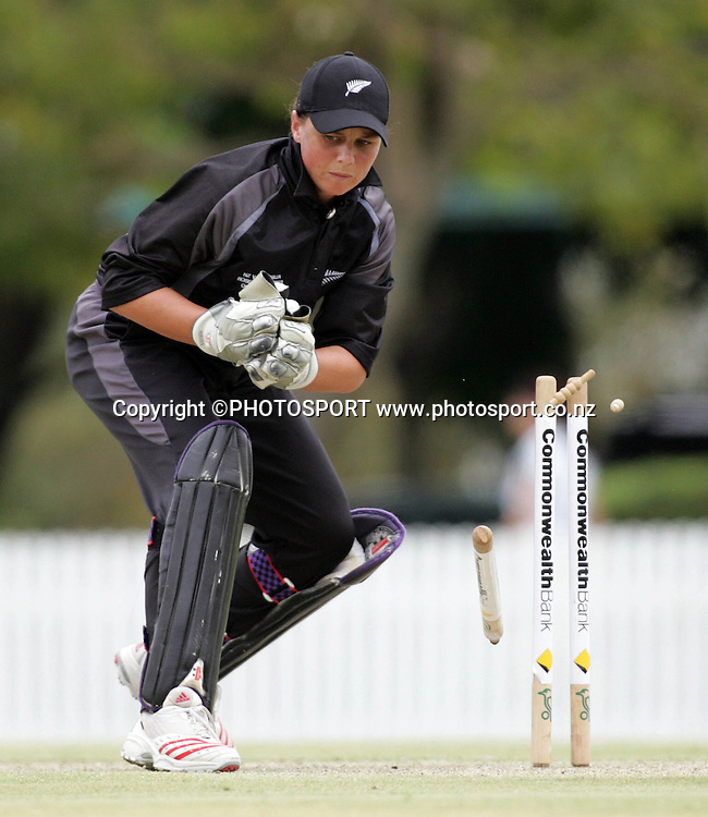 New Zealand's Rebecca Rolls runs out Jodie Purves during the fourth ODI Rose Bowl cricket match between the White Ferns and Australia at Allan Border Field, Brisbane, Australia, on Thursday 26 October 2006. Australia ended the innings 252 with one wicket in hand. Photo: Renee McKay/PHOTOSPORT<br />