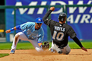 April 27, 2008 - Kansas City, MO..Center fielder Vernon Wells #10 of the Toronto Blue Jays gets thrown out trying to stead second base by second basemen Alberto Callaspo of the Kansas City Royals in the ninth inning at Kauffman Stadium in Kansas City, Missouri on April 27, 2008...The Blue Jays defeated the Royals 5-2.  .Peter G. Aiken/CSM