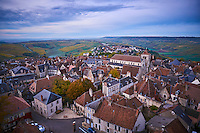 France, Centre-Val de Loire, Cher (18), le Berry, Sancerre et son vignoble en automne, vue sur les toits des maison // France, Cher 18, Berry, Sancerre village, the roofs, vineyard in autumn