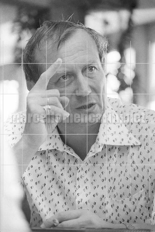 Ostia (Rome), Castelporziano Beach, 1979. Russian poet Yevgeny Yevtushenko at the First Festival of the Poets / Ostia (Roma), Spiaggia di Castelporziano, 1979. Il poeta russo Evgenij Evtushenko al Primo festival dei poeti - © Marcello Mencarini