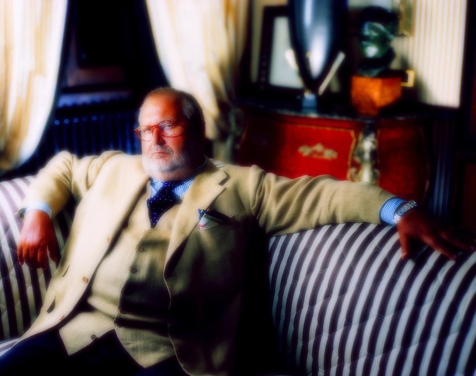 27 AUG 1996 - Legnano (MI) - Lo stilista Gianfranco Ferré nella casa natale.