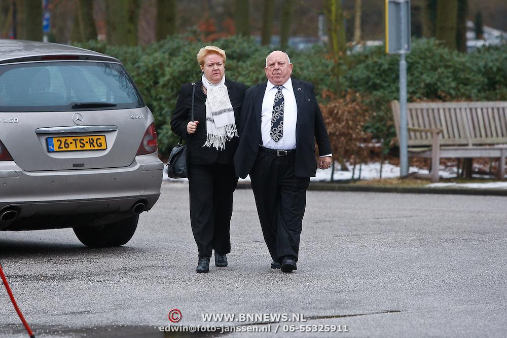 NLD/Leusden/20100116 - Uitvaart Kermisklant Henny van Voskuylen, Bas van Toor en partner Coby