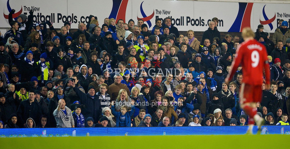 LIVERPOOL, ENGLAND - Wednesday, February 4, 2009: Liverpool's Fernando Torres is abused by Everton fans as he is substituted during the FA Cup 4th Round Replay match at Goodison Park. (Mandatory credit: David Rawcliffe/Propaganda)
